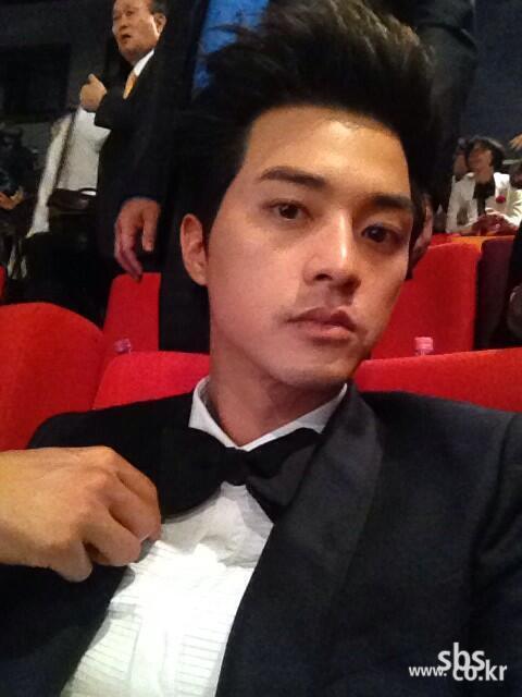 김지훈, 멋진 턱시도 입고 셀카!