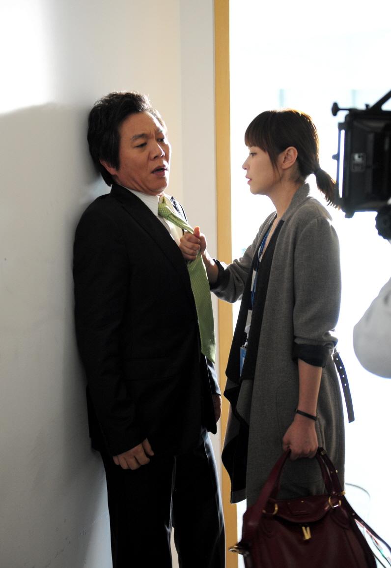 SBS 수목드라마 [보스를 지켜라] 최강희, 박상무 넥타이 움켜쥐며 충격의 하극상 썸네일 이미지